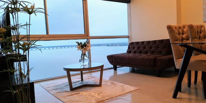 Luxury Suites RiverFront II (Free parking)