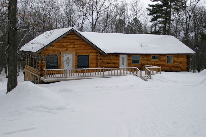 Our Northwoods Cabin - Conover - Hytte
