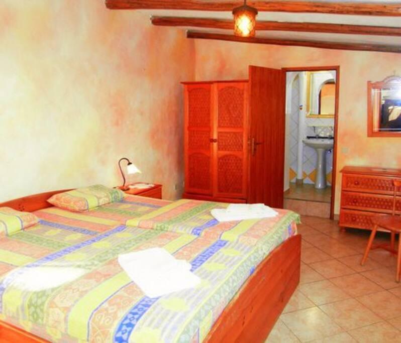 Big 2 x 2 m bed cozy dream at Bungalow Buganvilia Praia da Ingrina