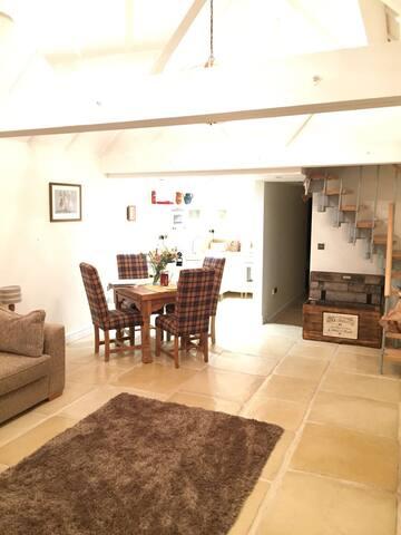 Spacious lounge / diner