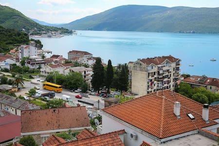 Квартира в 5-ти мин от моря - Herceg Novi - Huoneisto