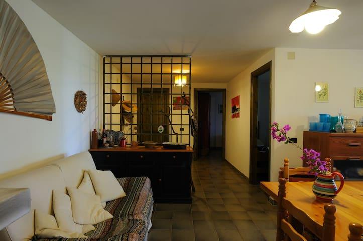 Capo Comino casa vista mare - Sardegna - บ้าน