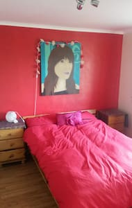 Five Minutes Drive from Gatwick Airport - Horley - Hus