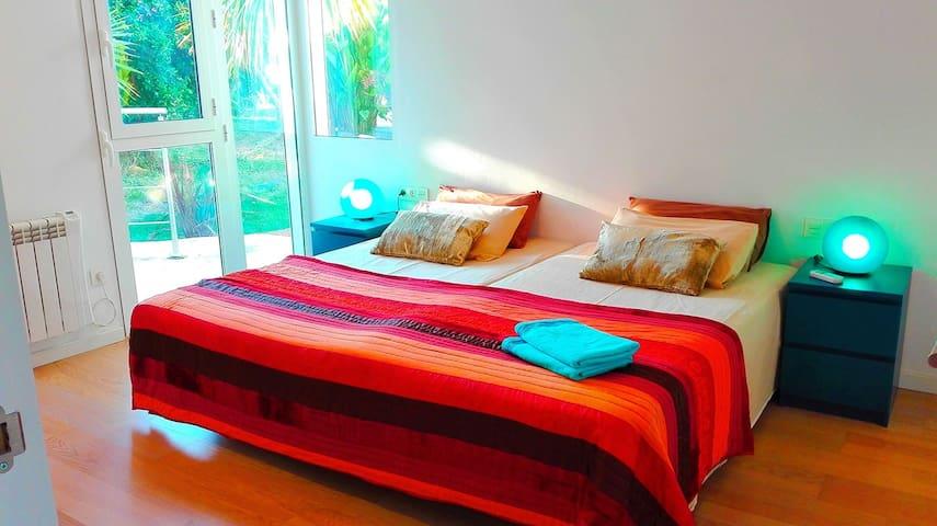 BEDROOM 2-3 SINGLE BEDS-90CM