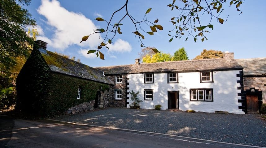 Grade 2 listed Lakeland Cottage - Watermillock - Casa