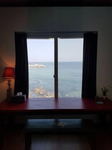 마젠타 온돌방.동해바다 일출! 방에서 만나는 호텔식민박.  사진보다 예쁜숙소.온돌방