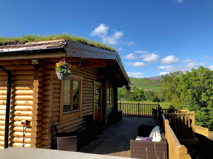 "River Garry lodges with Hot tubs ""The Stable"" 🥂🍾"