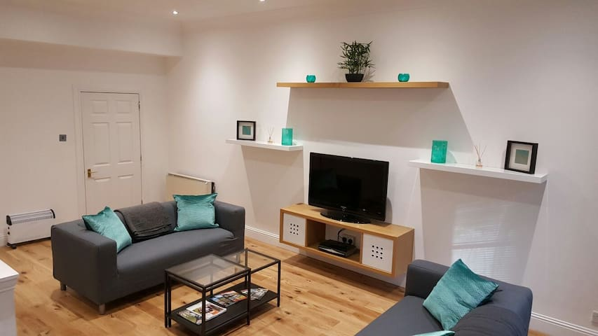 LARGE MODERN 4 BEDROOM CITY CENTER FLAT - Dundee - Apartment