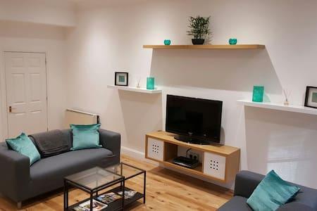LARGE MODERN 4 BEDROOM CITY CENTER FLAT - Dundee - Apartamento