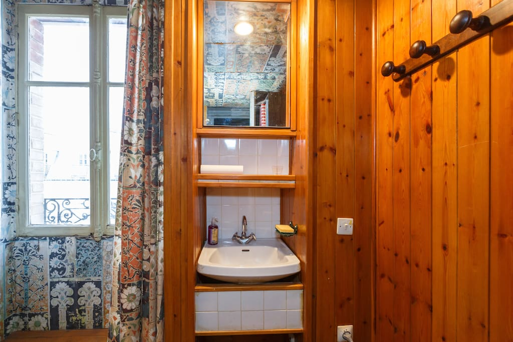 Chambre ind pendante sous les toits appartements louer for Sous location chambre paris
