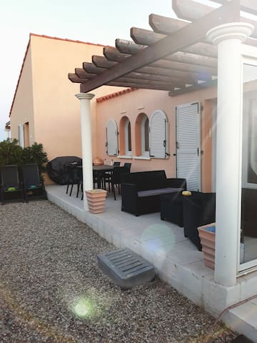 Maison posée sur la plage Leucate