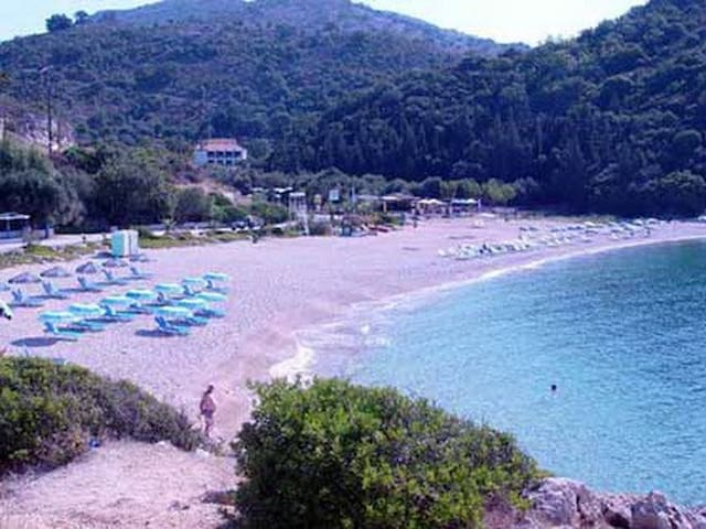 Apt 3 for 2-20m from the beach!!! - Sivota - Departamento