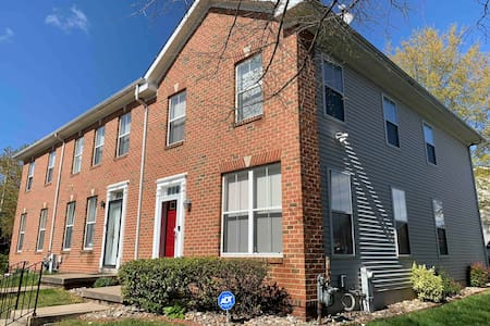 2 Bedrooms - family friendly town house