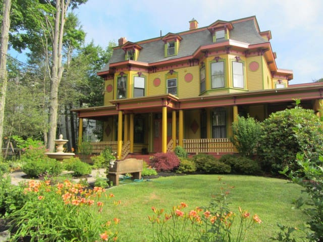 Victorian charm with city convenience!! - Newton - Haus