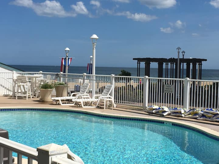 Va.Beach Oceanfront Studio, Boardwalk, Pool, Beach