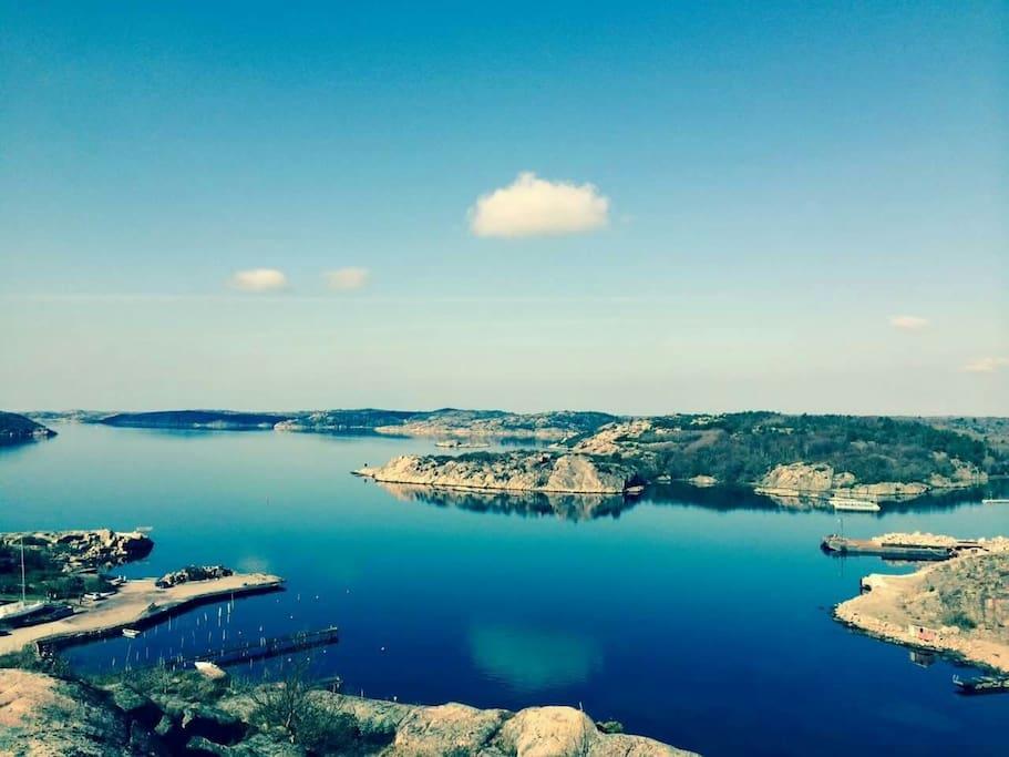 Govik med bryggor och badplats /Govikbay with board walk and The small beach