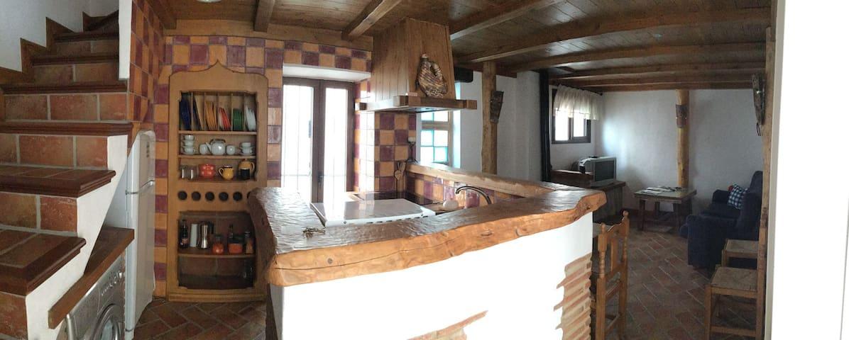 Rustica y acogedora casa de pueblo - Casares