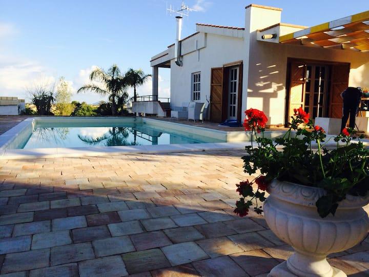 Villa immersa nel verde con piscina