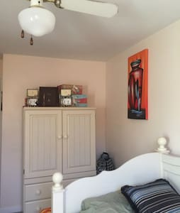 Cozy single room, near airport - Glenolden - Casa