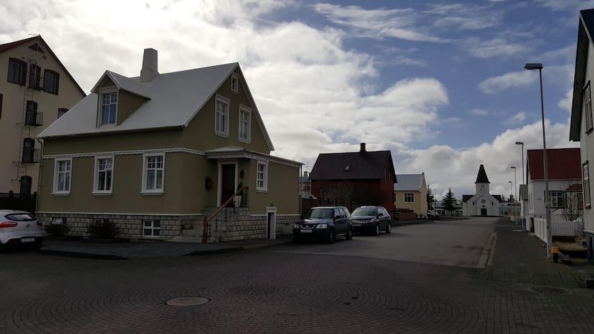 Keflavík Central Apartment - Keflavík - Apartamento
