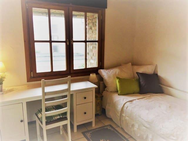 Köln/Umgebung/ gemütliches Zimmer