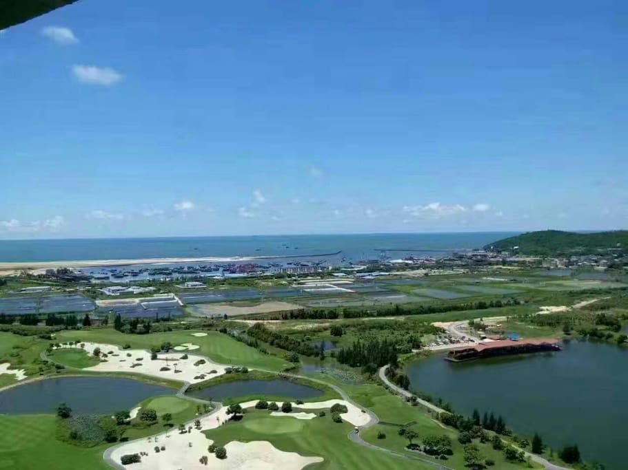 "北海唯一的风水宝地,冠头岭又称""龙脉""(Guantouling,the land of treasure in Beihai which is so called""dragon vein"")"