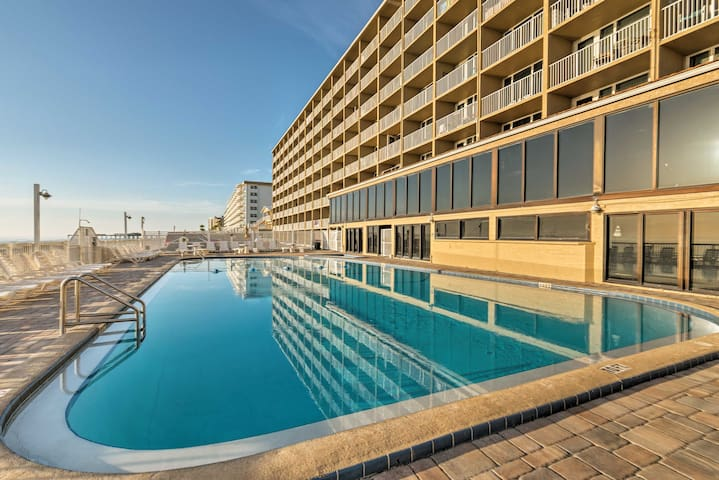 Enjoy quick access to the beach, along with the studio's community pool!