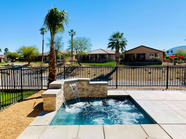 Walk to Festivals 3 Bedroom/2.5 Ba with Hot Tub!