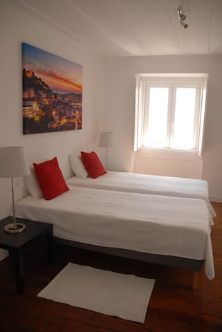 Central sunny apartment with river Tejo view