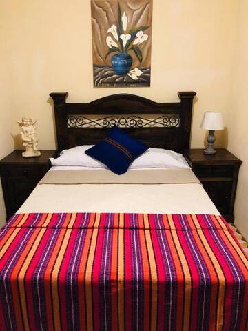 Habitación Doble Baño Compartido - Casa Ixmucane