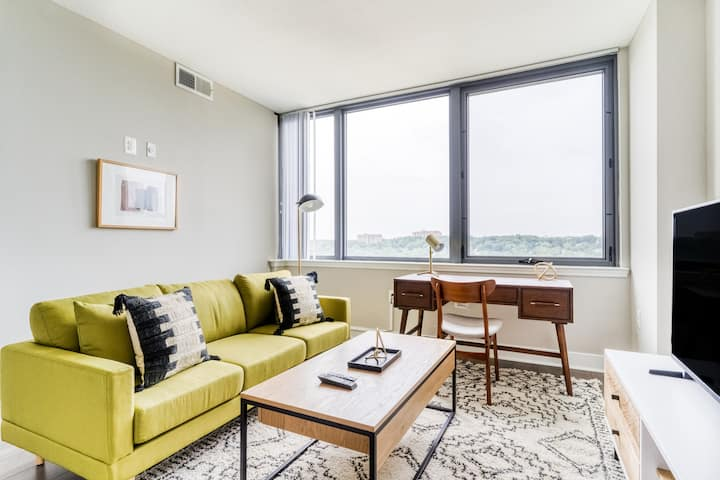 Chic 1BR in Alexandria with Pool and Gym by Zeus
