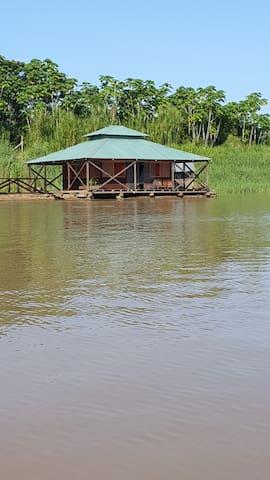 Suit flotante Kurupira. Amazonas