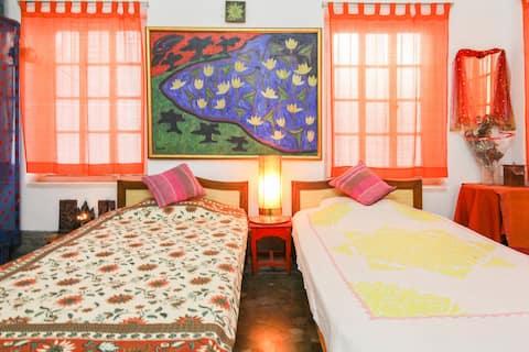 Home Stay at Ekdalia Road, Kolkata.