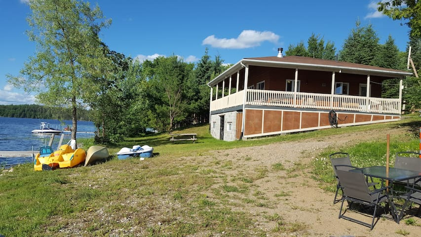 Desormeaux Lake directly on the lake ! All include - Gracefield - Chalet