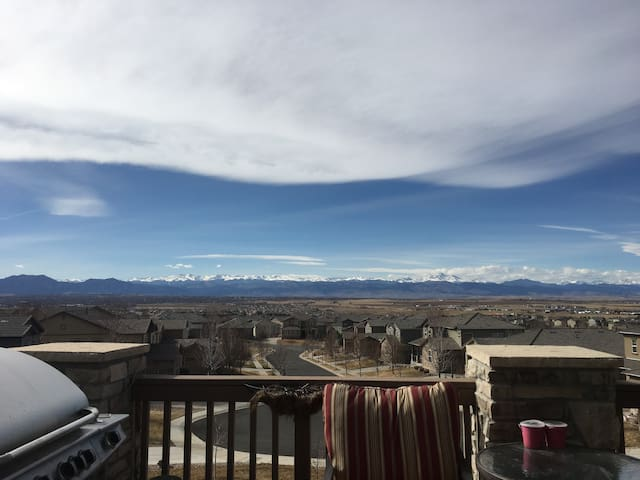 2000sq ft HOME WITH PANORAMIC MOUNTAIN VIEW