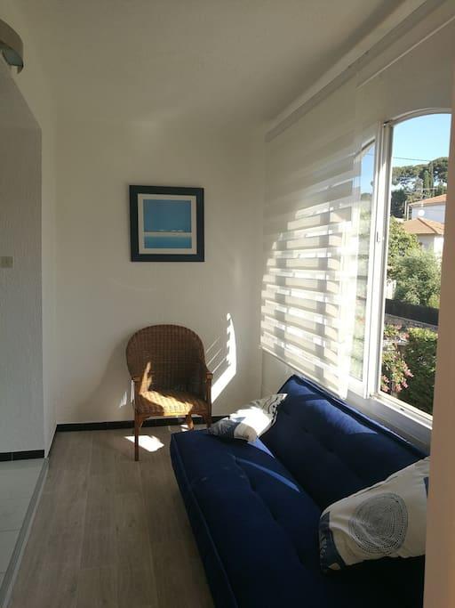 verandas ouverte sur grande chambre et jardins