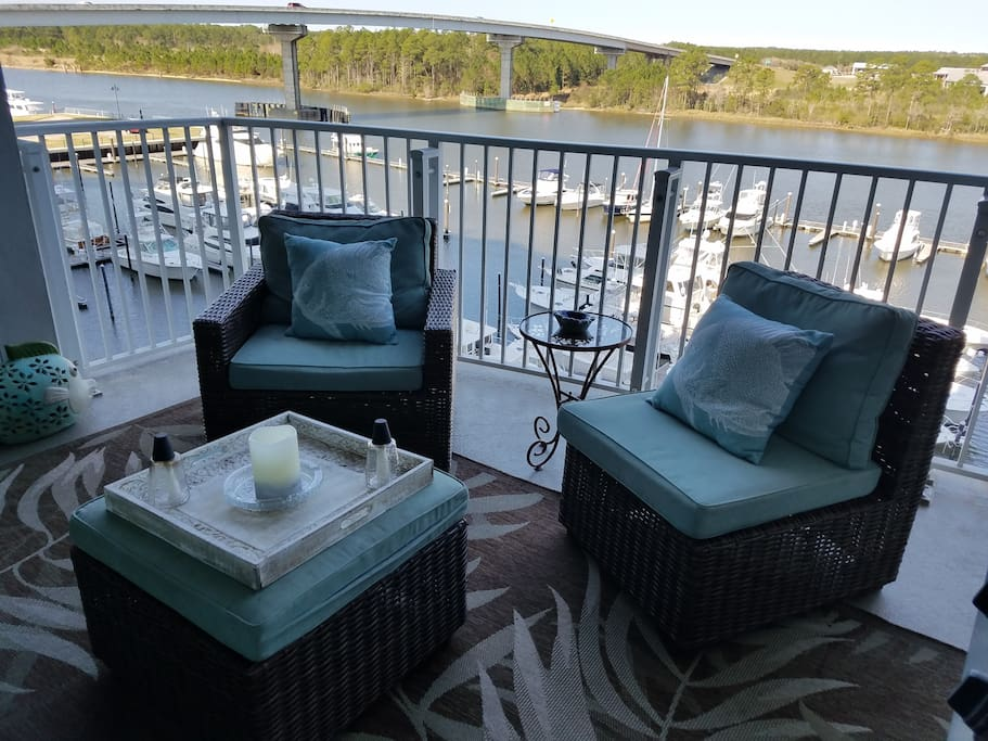 Swivel chairs with views of marina & intracoastal waterway