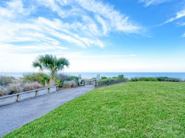 NEW LISTING! 2125 Beach Wood