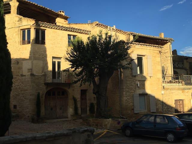 Charmant gîte 30 m² en duplex au cœur du village ! - Castillon-du-Gard - Daire