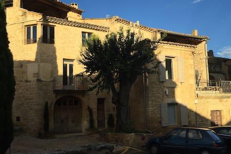 Charmant gîte 30 m² en duplex au cœur du village ! - Castillon-du-Gard - Apartament