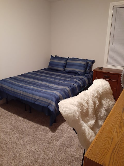 Comfy queen room w/ office, Ft. Campbell: <5min