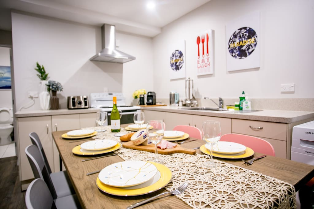 Fully equipped Kitchen and spacious dining table