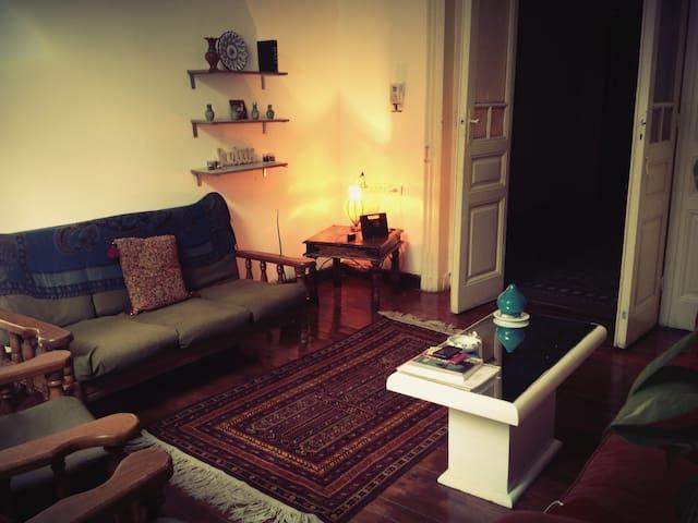 Beautiful Apartment in central Cairo, Garden City - Qasr an Nile - Lejlighed