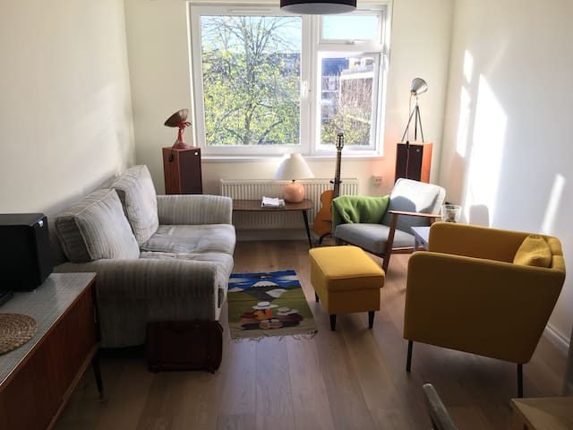 Bright, central, with private 2nd bed