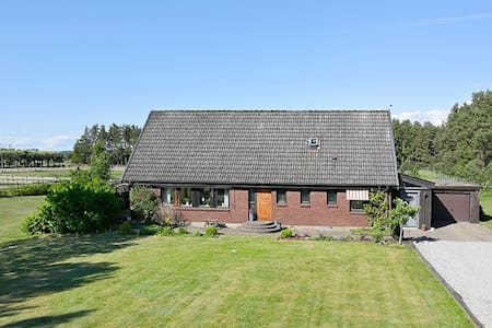 Large Home in the Peaceful Swedish Countryside - Flyinge - 獨棟