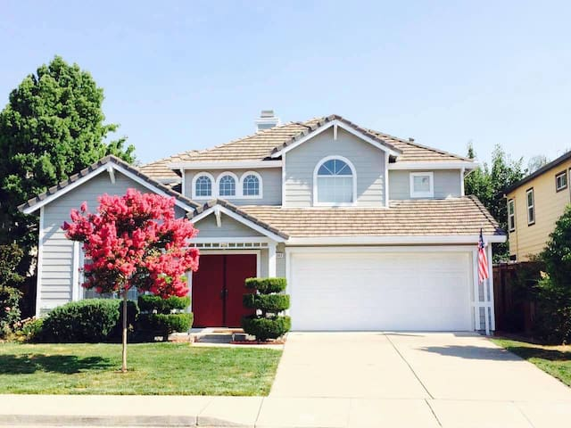 Private 3 Bed & 1 Bath, Two Adjacent Rooms - Pleasanton - House