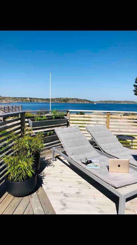 Lovely apartment with own terrace by the sea!