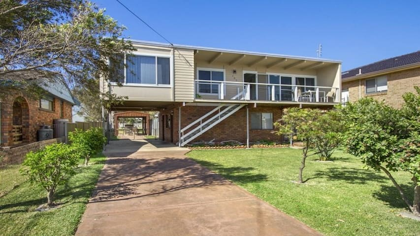 Dolphin Breeze - fully fenced and pet friendly