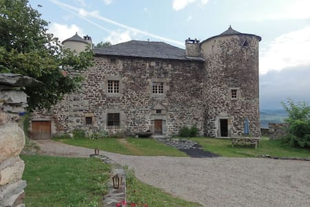 Maison Forte de Chabanolles - Retournac - Bed & Breakfast