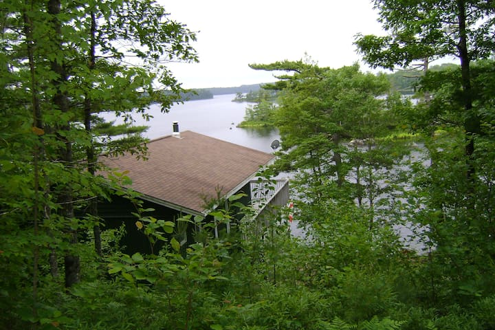 Ponhook Lakefront Cottage